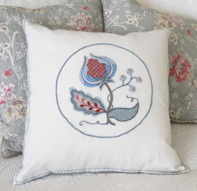 snow-berries-cushion-2